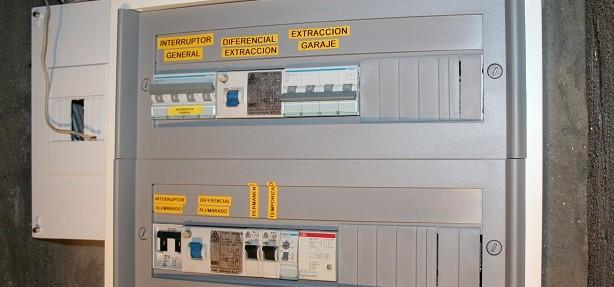 Cuadro de protección del garaje, reformado y rotulado